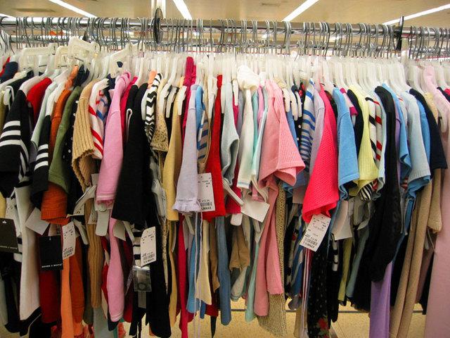 جمع آوری میلیاردها تومان پوشاک قاچاق/ ۱۲۰ برند خارجی زیر تیغ ستاد