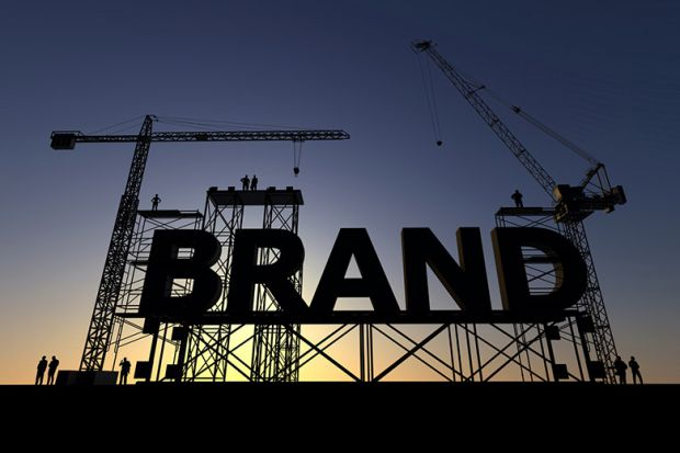 نام تجاری بار وفاداری مشتری را به دوش می کشد