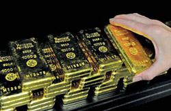دلار آمریکا در بازارهای جهانی در حال تضعیف شدن است / بازار طلای داخل در مسیر اصلاح قیمت